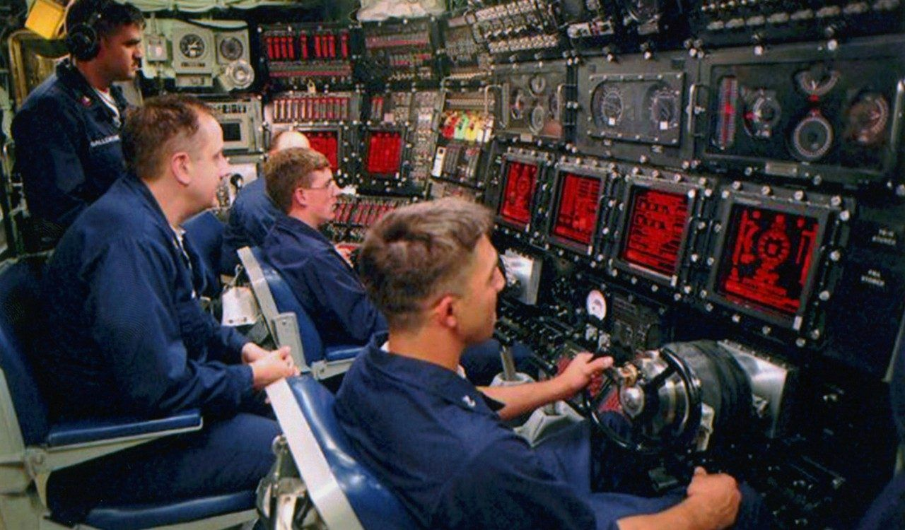 Several submarine crews drive the submarine using the gears